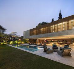 Sao Paulo-based architect Marcio Kogan is bringing his muscular minimalism Stateside. Minimalist Architecture, Interior Architecture, Futuristic Architecture, Luxury Interior, Green Design, Home Studio, House And Home Magazine, Residential Architecture, Modern House Design