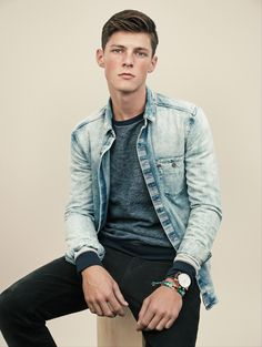 acid washed Jean jacket // casual menswear style + fashion