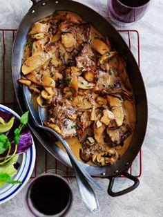 Veal escalopes with mushrooms and apples #Tastebudladies #Veal #Mushrooms