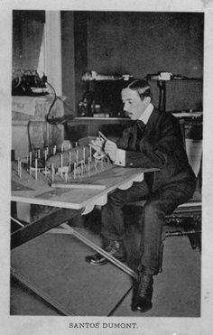 Santos Dumont - Em seu escritório, analisando uma maquete do hangar.