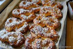 Mucenici moldovenesti de dulce   Savori Urbane Easy Desserts, Dessert Recipes, French Toast, Bacon, Cooking, Breakfast, Sweet, Bun Bun, Food