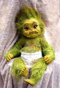 These creepy horror dolls are ready to swallow your soul 19 Avatar Baby Doll, Avatar Babies, Le Grinch, Baby Grinch, Baby Animals Super Cute, Cute Little Animals, Cute Fantasy Creatures, Cute Creatures, Vogel Gif