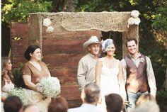 burlap-wedding-ceremony-decor