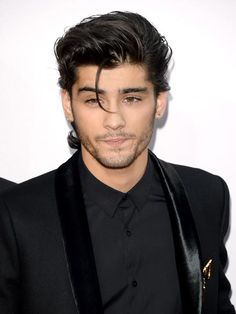 """ Liam Payne, Niall Horan, Louis Tomlinson, Zayn Malik and Harry Styles of One Direction attend the 2014 American Music Awards at Nokia Theatre L. Live on November 2014 in Los Angeles,. Coiffure Zayn Malik, Cabelo Zayn Malik, Estilo Zayn Malik, Zayn Malik Hairstyle, Zayn Malik Style, Zayn Malik Body, Zayn Malik Smiling, Hairstyle Fade, Hairstyle Short"