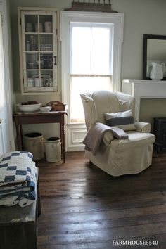 I think I will make my living room blue, tan and white like the beach! French Country Living Room, French Country Decorating, French Cottage, Cottage Decorating, White Cottage, My Living Room, Living Spaces, Interior Exterior, Interior Design
