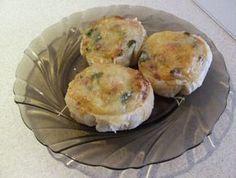 11 szuper recept, ha van otthon egy csomag leveles tészta | Mindmegette.hu Quiche Muffins, Ciabatta, Eggs, Vegetables, Breakfast, Sweet, Food, Salad, Essen