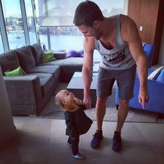 Stephen Amell & his daughter ♥ sorry I just couldn't resist pinning this:)