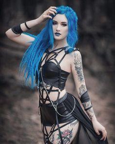 ce5171e96a5b0826775bac45ef65fa5e--gothic-models-gothic-girls.jpg 640×800 pixels