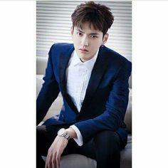 don't stare at me with this look in your eyes Kris Wu, Korean Entertainment Companies, 5 Years With Exo, Wu Yi Fan, Exo Members, Chinese Actress, Mom Humor, Handsome Boys, K Idols