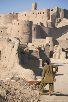 Restoration work, Arg-e Bam, Bam, UNESCO World Heritage Site, Iran, Middle East