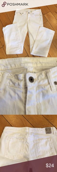 Chip and Pepper White Flare Jeans Barely worn, only hems show slight wear. Otherwise thick denim, clean, no wear. Size 29 inseam 34 inches. Midrise waist, no too low. Chip and Pepper Jeans Boot Cut