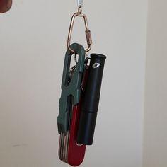http://chicerman.com  srbraniac:  #back_to_basics #minimalist #sunday #edc #everydaycarry #preon #victorinox #atwood #keychain  #accessories