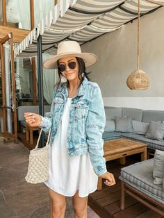 How to Wear a Denim Jacket – Looks Com Jaqueta Jeans Cute Casual Outfits, Outfits With Hats, Spring Summer Fashion, Spring Outfits, Summer To Fall, Fall Fashion, 2000s Fashion, Summer Chic, Style Summer