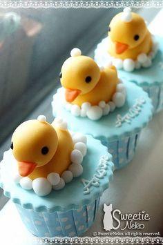 #sweets #スイーツ #cupcake #カップケーキ #ラバーダック #rubberduck (Via:rubber ducky cupcakes) (≧m≦)ぷっ! かわいすぎる...すごいな、これ。