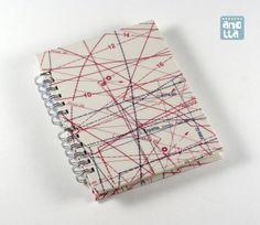 Libreta hecha a mano reciclando viejos patrones de costura de la revista «Greca».