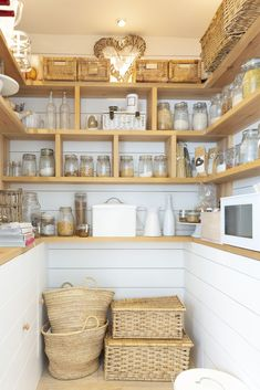 No matter how big your pantry is, we can all use a little more space and organization. Keep yours organized and clutter-free with these pantry organization tips and space-saving products. Pantry Organisation, Kitchen Organization, Organization Hacks, Pantry Ideas, Pantry Storage, Design Garage, Pantry Design, Kitchen Pantry, Kitchen Cabinets