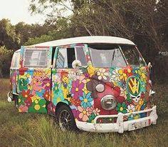 En images : le Combi Volkswagen a déjà 65 ans ! Volkswagen, Vw Bus, Solar Battery, Lead Acid Battery, Battery Shop, Vw T2 Camper, Campers, Van Vw, Combi Vw