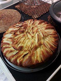 Μηλόπιτα Γερμανική !!!! ~ ΜΑΓΕΙΡΙΚΗ ΚΑΙ ΣΥΝΤΑΓΕΣ 2 Apple Pie, Food And Drink, Desserts, Party Time, Cakes, Tailgate Desserts, Deserts, Cake Makers, Kuchen