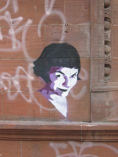 charming street art- it's Amelie! Street Art Love, Urban Street Art, Amazing Street Art, Urban Art, Art And Illustration, Amelie, Stencil Art, Stencils, Land Art