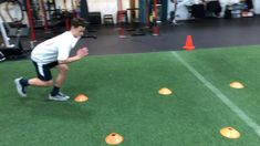 Volleyball Workouts Discover Technique for Speed athlete Tyler working on single leg stability and explosiveness. Football Training Drills, Football Workouts, Volleyball Training, Volleyball Workouts, Soccer Drills, Soccer Coaching, Soccer Conditioning Drills, Conditioning Workouts, Rumpf Training