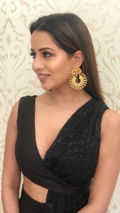 Raiza Wilson 😍🔥 #Raiza #PyaarPremaKaadhal #Kollywood Indian Bollywood Actress, Indian Actresses, Actors & Actresses, Actress Pics, Tamil Actress Photos, Raiza Wilson, Sweet Night, Pretty Face, Indian Outfits