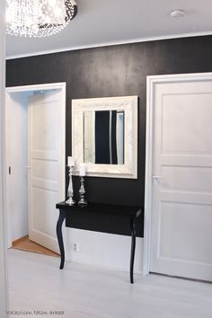 Valkoisen talon arkea: Eteisen uusi penkkikokelas ja sivupöytä