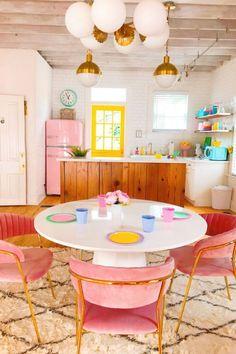 90 Creative Colorful Apartment Decor Ideas And Remodel for Summer Project 35 – Home Design Retro Home Decor, Cheap Home Decor, Diy Home Decor, Modern Decor, Casa Decor 2017, Interiores Art Deco, Airbnb Design, Colorful Apartment, Diy Casa
