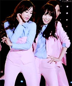SNSD Tiffany dancing Taeyeon staring Taeny Dream concert 2014