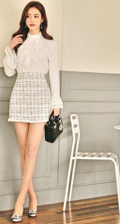 Korean Fashion Trends you can Steal – Designer Fashion Tips Beautiful Asian Women, Beautiful Legs, Korea Fashion, Asian Fashion, Fashion Models, Fashion Outfits, Womens Fashion, Mode Chic, Sexy Blouse