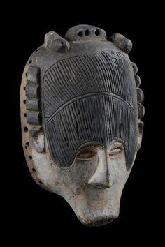 """Mask - Nigeria, Igbo - - wood, black and white pigment, with high[...], mis en vente lors de la vente """"Art Tribal"""" à Zemanek-Münster   Auction.fr"""
