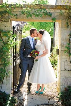 Colourful flowers and details made this a vibrant celebration (Photography by Jeremy Enness)