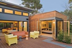 Build a house in two weeks? You can with modular homes or prefab homes. HouseLogic has pictures, information, and prices on modular and prefab homes. Modular Home Prices, Modern Modular Homes, Modular Home Plans, Bauhaus, Green Architecture, Indoor Outdoor Living, Prefab Homes, House Prices, Cottage