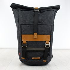 The Levi's Commuter Rolltop backpack is a premium backpack that offers ergonomic comfort coupled with durable materials and a premium finish.