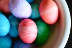 Are you ready for an Easter egg roundup to rule all Easter egg roundups? We've gone on an Easter egg hunt of our own to find the most creatively designed eggs around. Here are 40 ideas for dyeing and decorating your eggs this year. Cool Easter Eggs, Making Easter Eggs, Easter Egg Dye, Coloring Easter Eggs, Easter Stuff, Lace Stencil, Easter Egg Designs, Egg Decorating, Easter Crafts