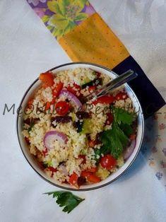 Kuskusový salát200g kuskusu 150g cherry rajčat 1 červená paprika 1 malá salátová okurka 1 malá červená cibule 50g rozinek 4 PL balzamikového octa 2 PL kvalitního olivového oleje několik lístků koriandru sůl a čerstvě mletý pepř Quinoa, Feta, Risotto, Potato Salad, Couscous, Gnocchi, Potatoes, Lunch, Cheese