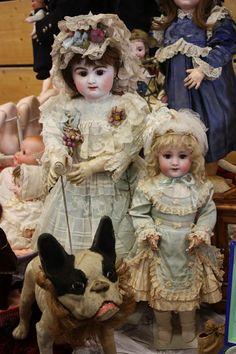 В четверг начала работу выставка-продажа кукол воFrankenhalle. Открывалась она в 10 утра, но люди стали подтягиваться туда намного раньше...