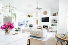 It's rare that I find a home tour where I absolutely fall in love with every room shown. I generally find one or two rooms that I love, but it's never the whole house – until I came across Shay Cochrane's lovely interior on The Everygirl. Cochrane's Florida home is effortlessly blanketed in a mix of neutrals and cream tones …