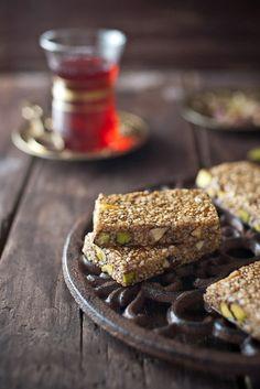 Pasteli - Greek Sesame & Honey Candy - BakeNoir.com