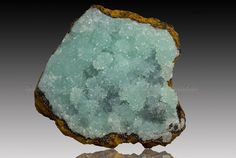 Smithsonite. Kintore Open Cut, Broken Hill, New South Wales Taille=31 x 30 x 16 mm Photo Mark Willoughby