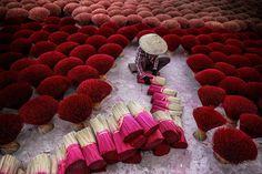 Packing-Incense-In-Vietnam-Tran-Tuan-Viet-NatGeo.jpeg (1600×1067)