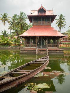 Thirumala Davaswom temple pond, Cochin, Kerala  Sergio Nogueira - Photography
