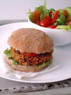 Hambúrguer de feijão vermelho, quinoa e pimento