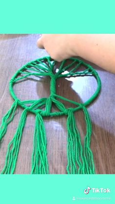 Rope Crafts, Feather Crafts, Yarn Crafts, Diy Crafts, Twine Crafts, Macrame Design, Macrame Art, Macrame Projects, Diy Projects