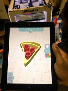 Kids #3dmodeling their favorite foods in Morphi at SLIME Makers Expo today. Many thx @lieberrian! #3Dprinting #iPad