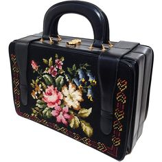 Pre-owned 1950s Harry Rosenfeld Floral Needlepoint Structured Handbag (1 085 AUD) ❤ liked on Polyvore featuring bags, handbags, purses, vintage, briefcases and attachés, handbags and purses, pre owned handbags, floral purse, leather purse and genuine leather purse