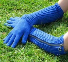 Long Knitted Blue Zip Touchscreen Gloves by missmatti on Etsy, Knitwear Fashion, Gloves, Money, Zip, Trending Outfits, Unique Jewelry, Sneakers, Handmade Gifts, Blue