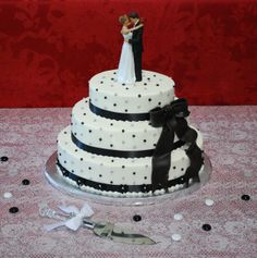 Oval Wedding Cake ~ Black / White /Red Wedding ~ interesting diagonal design of the silver and black dots ~ offset Black Fondant Bow ~ Top Tier Wedding Cakes ~ Medford, Oregon
