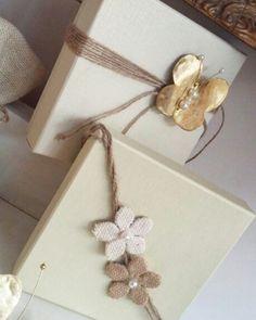 Μπομπονιέρες γάμου !κουτιά  πολυτελείας  άριστης  ποιότητας  άψογα  συνδυασμένο  με πεταλούδα  μεταλλική  και χειροποίητα  λουλούδια  από λινατσα!