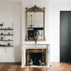 We love the way mixed the ultra modern Climb shelving system by Bashko Trybec with a classical century decor in Lyon 🙌🏽 Love Design, Shelving, Furniture Design, Interior Design, Paris Design, Modern, Lyon, 18th Century, Shelf
