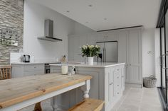 Beautiful shaker kitchen, Cotswold kitchen, kitchen Diner, Oak table,
